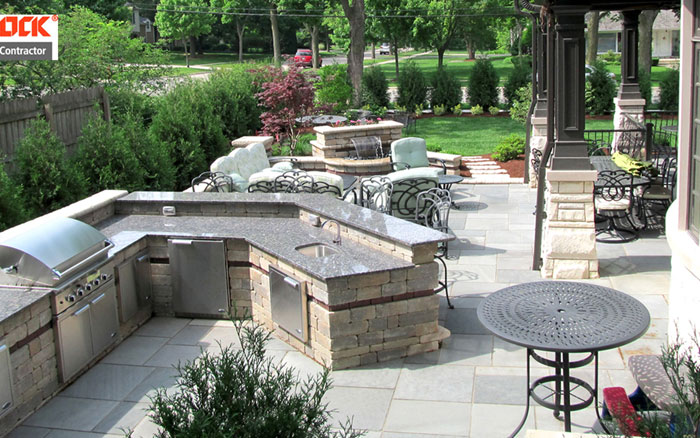 Bluestone Patio/Custom Kitchen